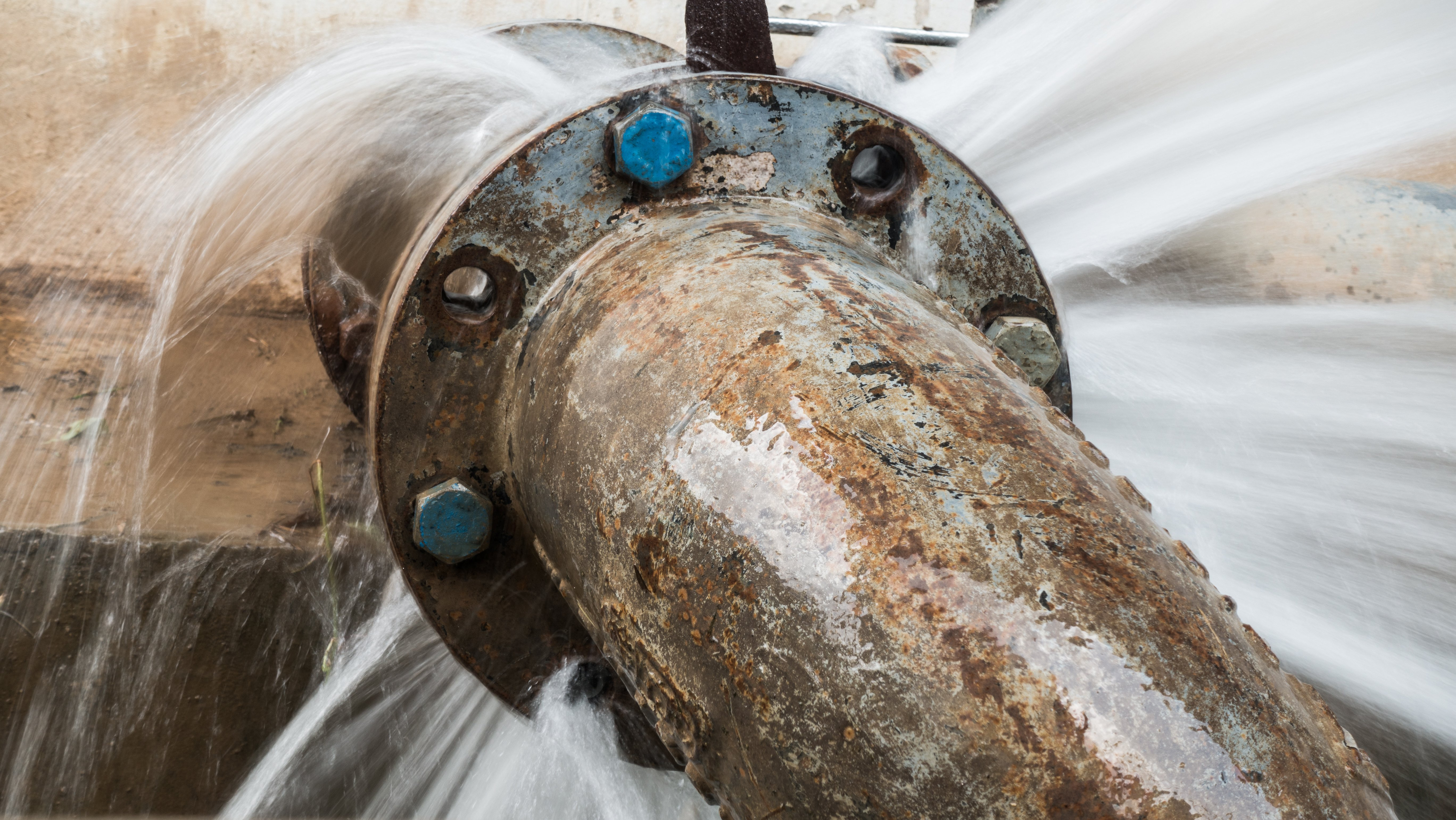 Proactive Solutions for Online Corrosion Analysis and Monitoring